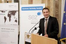Philipp Keil, Geschäftsführender Vorstand der SEZ bei der Preisverleihung Meine. Deine. Eine Welt.