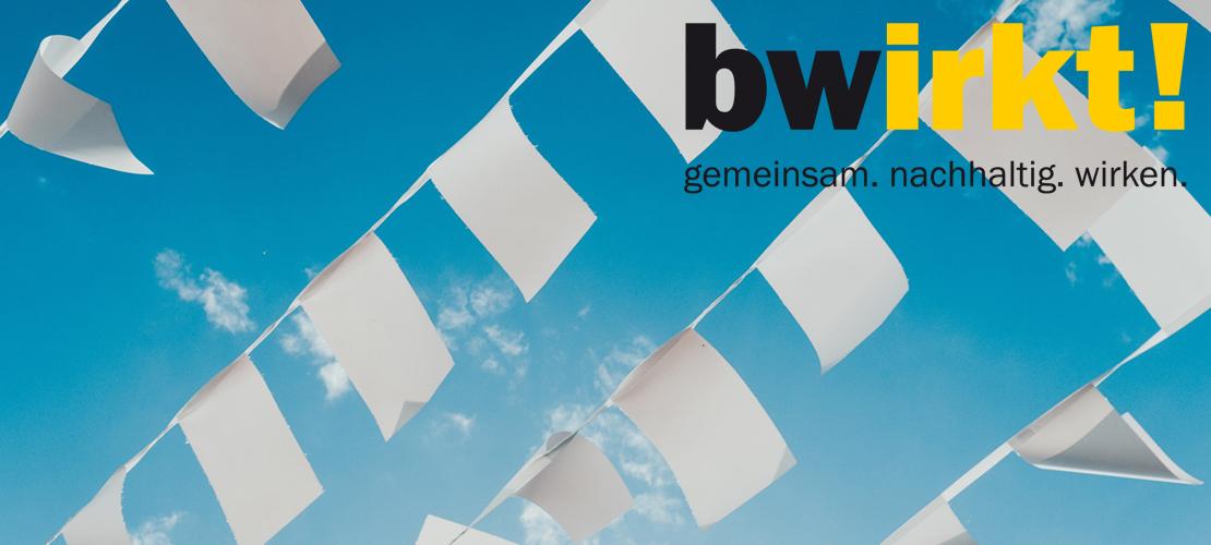 Weiße Fahnen  Bernard Hermant Unsplash Web Logo