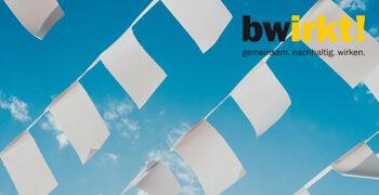 Weiße Fahnen  Bernard Hermant Unsplash Card Logo
