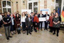 Lahr erhielt den 2. Preis in der Kategorie Mittlere Kommunen beim Wettbewerb der landesweiten Initiative Meine. Deine. Eine Welt. 2019 der Stiftung Entwicklungszusammenarbeit Baden-Württemberg (SEZ).