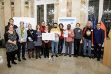 Mannheim erhielt den Preis Große Kommune beim landesweiten Wettbewerb Meine. Deine. Eine Welt. 2019 der Stiftung Entwicklungs-Zusammenarbeit Baden-Württemberg. Die Preisverleihung fand am 11. Dezember in Stuttgart statt.